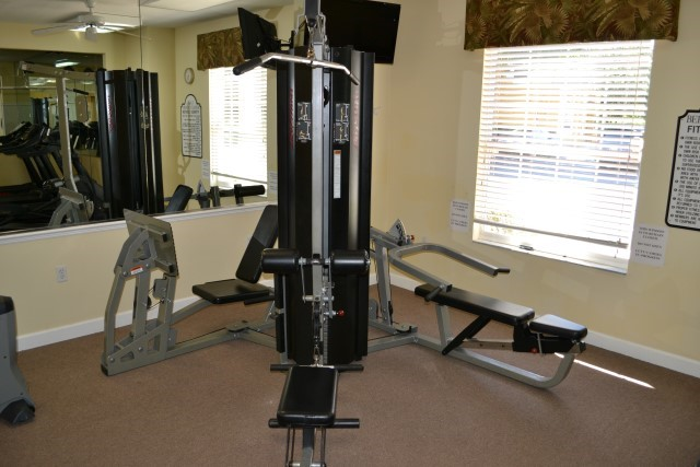 Lake Berkley gym weights machine